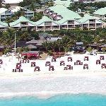 Hôtel et plage vue aérienne