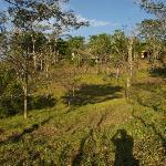 Die Ranch liegt versteckt auf einem kleinen Hügel.
