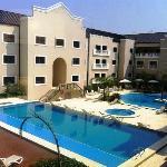 Vista desde la habitación - Área de piscina y patio