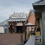 Rotten Ralph's Restaurant on Historic Bridge