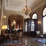 ホテルのフロント、本当に素敵でした。映画でも使われた場所です