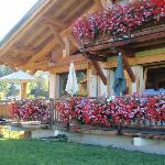 la terrasse des petits déjeuners vue sur toute la chaine du Mont-Blanc