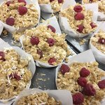 raspberry and apple crumble muffins
