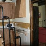 Cocina, dormitorio y parte de la famosa escalera.