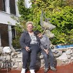 Un hermoso jardin interno con mi nieto.
