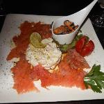 salade de poulpes, piste de moules et saumon confit à l'aneth