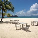 Vue plage depuis la piscine famille et restaurant sur la plage