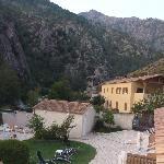 L'hôtel parmis les montagnes