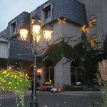 StoneGate Inn Hotel Entrance