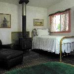 Hummingbird Cabin Living Room
