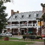 Brick Hotel On The Circle