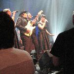 Johnny Cah avec ses musiciens