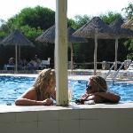 πισίνα με bar