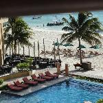 comedor y playa del hotel