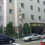 Front View Hotel Queen