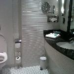 Nice bathroom, speakers inside here aswell