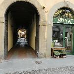 entrance on the street- entrata esterna