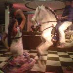 fiestas rocieras caballo bailando dentro del restaurante