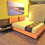 Rooms feature nature photos of Colombia, exposed stone walls.