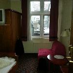 Blick von der Tür ins Zimmer