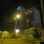 Hotel Arena bij avond