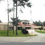 Pin Oak Lodge front entrance