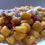 """""""Gnocchetti di patate con pomodorini secchi, pancetta e crema di parmigiano reggiano"""""""