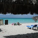 vista dall'albergo verso la spiaggia