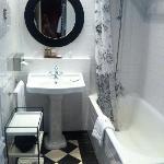 Hotel Sainte-Beuve Standard Bathroom