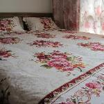 Queen bed room with Cartoon bed room with private bathroom