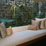 寝室のソファー