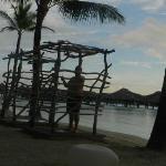 en la ducha de la playa del hotel