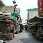 古堡街と延平街のお店の様子
