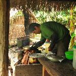 Preparando el almuerzo en el refugio