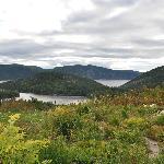 Vue depuis la chambre sur le lac et le fjord
