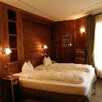 La bella camera rivestita di legno