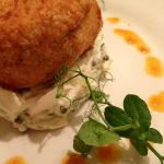 Crabcakes with fennel and caper slaw