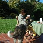 desayunando en la terraza