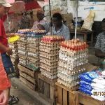 Markt in Stone Town - Eierkauf