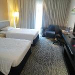 zwei breite und bequeme Betten