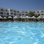 la grande piscine et les bonne chambres