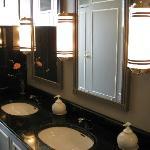 ホテルモントレ エーデルホフ札幌・・朝食レストラン左手トイレの洗面