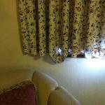 Living room curtain with hanging hem
