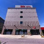 Entrada Hotel ibis Alcalá de Henares la Garena