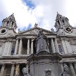 This is St. Paul's Cathedral. You see it right outside the hotel.