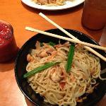 Chichen lo mein with chili sauce