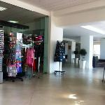Hotellobby mit Shop