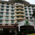 Frente del Holiday Inn, en Ciudad del Saber, Panamá