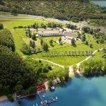 Hotel nad jeziorem / Located just by the lake