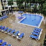 Vista de la piscina desde el tercer piso